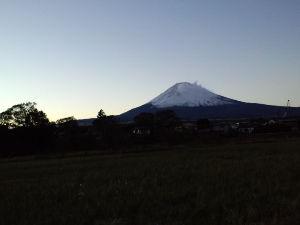 昭和11年生まれの方 お早う御座いますーー今日の御殿場雲一つ無い日本晴れですーー午後の歩きが楽しみですーー林檎さん今朝香嵐