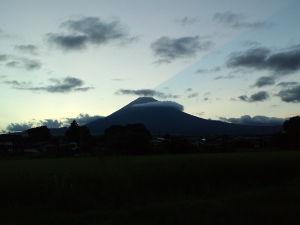 昭和11年生まれの方 今日も富士は見えませんーーーわんさん祖谷の葛橋私の故郷は小祖谷ですが寂しいですねーー此処には人は住ん