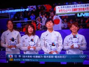 おたくのねこちゃんの写真を載せてください。 女子パシュート 日本が金  高木美帆(23)高木菜那(25) 佐藤綾乃(21)菊池彩花(30)  ✿