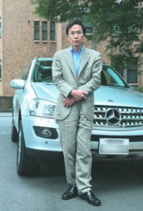 外れ馬券は経費にならない 「韓国中央日報」からの記事です。    在日同胞の姜尚中教授、日本の聖学院大学学長     韓国国籍