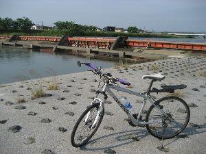 ポタリング専用 やっぱり、アップダウンはきついですよね。  こちらでの、北九州空港(人工島)への橋が、いくつもあるっ