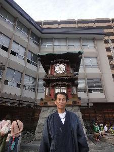 8267 - イオン(株) からくり時計が動いてへん時に記念写真を撮ったあほチヤ長 フツーからくりが動いてる時に撮るのになぁ~