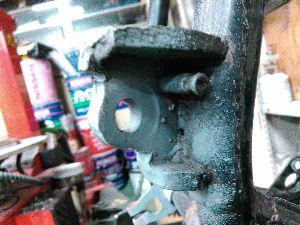 バイクをいじろう!! なかなか捗らないw 細かい部品をブラストかけてサフェーサーいれたりw フレームのサイドスタンドとセン
