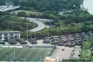 続・投信で夢を叶える! 下記に画像をご覧ください。  香港国境近辺の中国治安部隊です。