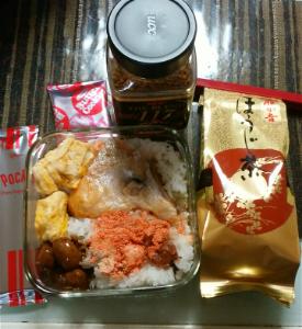 wanの一人言 明日のおべんとうでけた😃  卵焼き、ミートボール、塩鮭、焼き明太子 ご飯の下段は混ぜるふりかけ、そし