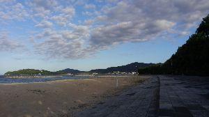 生きてる証!語ろうよ。。   今日は煤しかったので 久しぶりに海沿い散歩コースを4000歩歩いてきました(o^-^o)   若