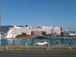 みんな見てる? 掲示板 我が町にやって来る、リッチな観光船?