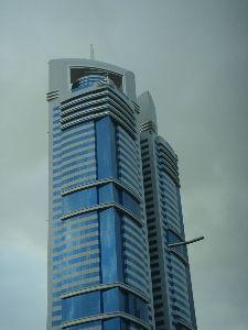***小さなしあわせ***    四角い建物ですが、おもしろい‼      まともの四角い建物は、少ないみたいですね。(笑)