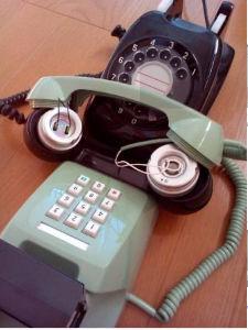 """3810 - サイバーステップ(株) 音響カプラもググってみたら、黒電話☎︎の時代のものだったよ(◍˃̶ᗜ˂̶◍)ノ""""  音響カ"""
