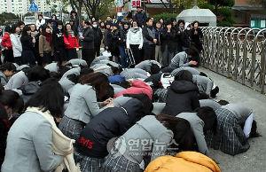 橋下・石原の維新の会 失言語録  朝日新聞はどう責任を取るつもりなのですか?       日本の修学旅行生の土下座など