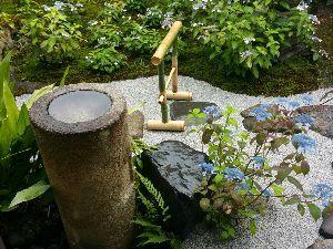 パワースポット・寺社巡り・御朱印集め仲間募集 in 関西 みなさん、こんばんわ(^^) 先日、京都の霊源院へ行って来ました。 あいにくの空模様でしたが、雨に濡