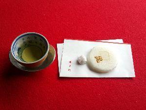 パワースポット・寺社巡り・御朱印集め仲間募集 in 関西 追伸。 霊源院の甘茶です。初めて飲みました。 砂糖が入っているんじゃないのかと思うぐらい甘~いお茶で