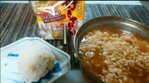 wanの一人言 浪速の中華そば好きやねんと 🍠ご飯のおにぎり🍙食べまーす😃