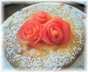 毎日できる何かを続ける りんご(ふじ)で作ったケーキ 紅玉もふじも、皮の色だけで、お砂糖もや何も加えなくても 綺麗な色と美味