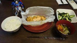 我らが落合フクシを応援しよう^^ 昼飯 鮭のちゃんちゃん蒸しとゼータガンダム 全部で525きろかろりー pic.twitter.com