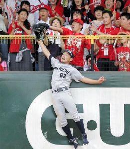 2016年9月16日(金) 阪神 vs DeNA 24回戦 【問題1】ライトにホームラン性の大飛球が飛んだ。右翼手が必死に追ったが、先にスタンドから観客が手を出