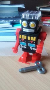 日本語を学びます!! ヽ(✿゚▽゚)ノ 今日は新しいおもちゃを買って ^^