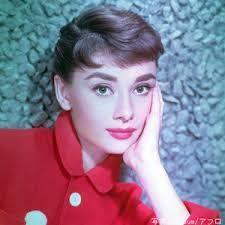 新 有名人の名前で しりとり オードリー・ヘプバーン  イギリス人で、アメリカ合衆国の女優。 永遠の妖精