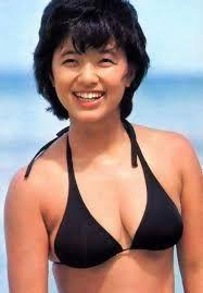 新 有名人の名前で しりとり 榊原 郁恵  日本の元アイドルで歌手、タレント  59歳
