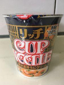 聖蹟桜ヶ丘のトピックをもう一度 カップヌードルリッチの濃厚ウニクリームというのがあったので買ってみました。 確かにウニの味がします。