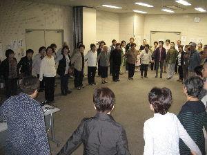 歌声喫茶in行橋 10月度 定例歌声喫茶は15日無事終了  生憎の雨降りにもかかわらず、80名を超える来場者。  にぎ