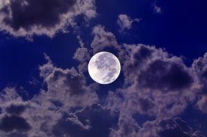 認識が低い言い伝えや出会い・・そうなんだ? 月は毎年、6センチずつ、地球から 遠ざかっているそうだ、、、寒い🌁⛄🌁  ハハハ❗、、、死ぬ、、、ハ