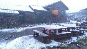 ふと、誰かと話したい時ありませんか? おはようさん、ナチさん涼しい情報ですよ、大雪山の黒岳で昨日初雪が降ったそうです、紅葉が来る前に雪が降