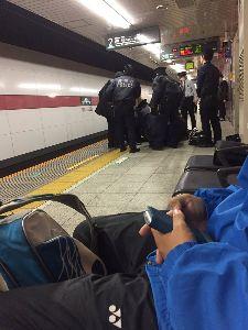 9005 - 東京急行電鉄(株) 3月11日正午すぎ、東急田園都市線上りの車内で50代とみられる男性が暴れ、 居合わせた乗客の男性3人