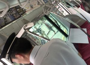 9005 - 東京急行電鉄(株) 2017年9月21日午後、横浜市で東急東横線の走行中の電車の窓ガラスにひびが入り、東急電鉄が原因を調