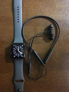 創価学会の学会員によるトピ 昔はスマホ・携帯は必須品。 今はスマホは自宅へ  Apple WatchとBaetXさえあればどこへ