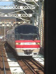 *Akashi Kenji 36 男女応援団* 移動中に乗ってる電車から撮った名鉄特急。