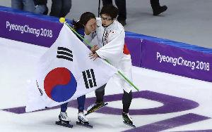 韓国人よ、現実を理解せよ! さすが、日本のメダリストだねw  しかし、この写真はさらに愚民が爆発する写真でもあるなww