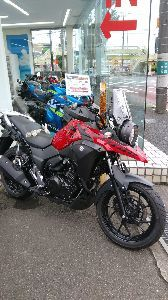 ★スーパーシェルパ★ 都心に行ったついでに、先日から気になってしょうがないバイクを見たくて suzukiのディーラーに立ち