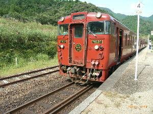 *** ディジカメ散歩 *** 「観光列車の前部」 です。  皆さん、  こんばんは。  ーー 「観光列車の前部」 です。
