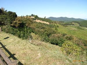 *** ディジカメ散歩 *** 「遠くの山は荒平山」です。  皆さん、  こんばんは。  ーー 「遠くの山は荒平山」 です。