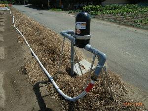 *** ディジカメ散歩 *** 「畑への散水のフィルター」です。  皆さん、  こんにちは。  ーー 「畑への散水のフィルター」です