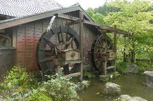 三重からリターンライダーです 香恋の館 水車で米付き