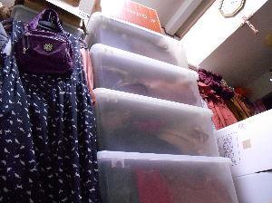 思想鳥とキッチンスケール♪ 南京虫は、ダンボールが大好き!!! 前に、息子に貰ったプラスチック製の衣装ケース、 8個、思い出して