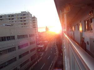 思想鳥とキッチンスケール♪ 離せそうな→話せそうな  ^^ミステーク  今朝の太陽^^