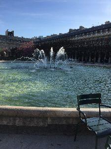 パリの空の下♡ パレ・ロワイヤルの噴水