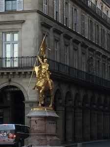 パリの空の下♡ ジャンヌ・ダルクの騎馬像  これが見たかった。