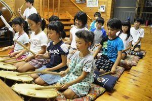 サロン浜名湖ღ❤ღ´ェ`*)・・・・・。  浜松市天竜区二俣町で18、19の両日開かれる夏祭り「二俣まつり」を前に、地元子供らによる祭りばやし
