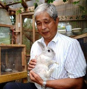 サロン浜名湖ღ❤ღ´ェ`*)・・・・・。 今晩は、   浜松市浜北区堀谷の大橋牧場が、一般家庭向けにウサギを貸し出している。子どもたちに小さな