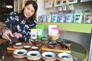 サロン浜名湖ღ❤ღ´ェ`*)・・・・・。 こんちは~   浜松市天竜区の活性化に取り組む団体「天竜楽市」は14日、天竜茶の認知度向上とブランド