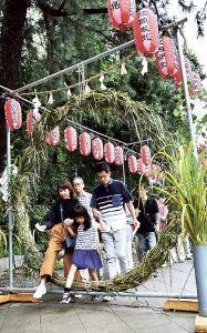 サロン浜名湖ღ❤ღ´ェ`*)・・・・・。 今晩は、  浜松市中区鴨江の須佐之男神社(三浦豊宮司)で24日、夏から年末までの無病息災を願う「夏越