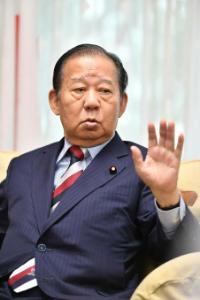 6178 - 日本郵政(株) 二階俊博 「まずまずに収まった」→「表現が不適切だった」  無能な首相は台風の中宴会してる
