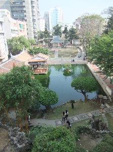 台南だより 今日は春節、即ち太陰暦でお正月だそうな・・。この時期毎年どこの店も閉まって食べるところもないという経