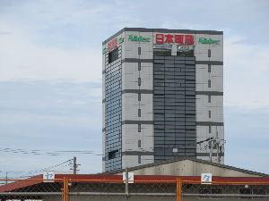 6594 - 日本電産(株) 昨日向日市に行きました あの辺りはのっぽビルが無いので 日本電産のビルは目立ちますね 本社の前にもビ