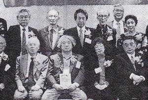 70歳代のバソコン  これは司馬さんですね。画像が間違いました。  安野さんは、中央です。(台北にて)