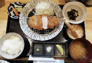 ^DJI - NYダウ 1000円  顎が落ちる位美味いトンカツ定食